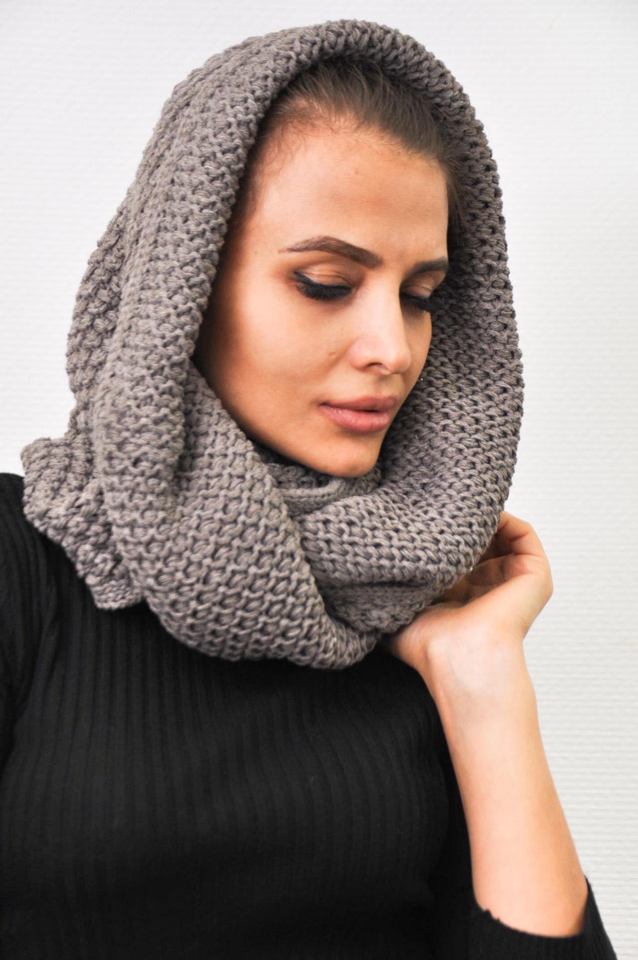 купить тёмно коричневый шарф хомут женский вязаный из шерсти снуды